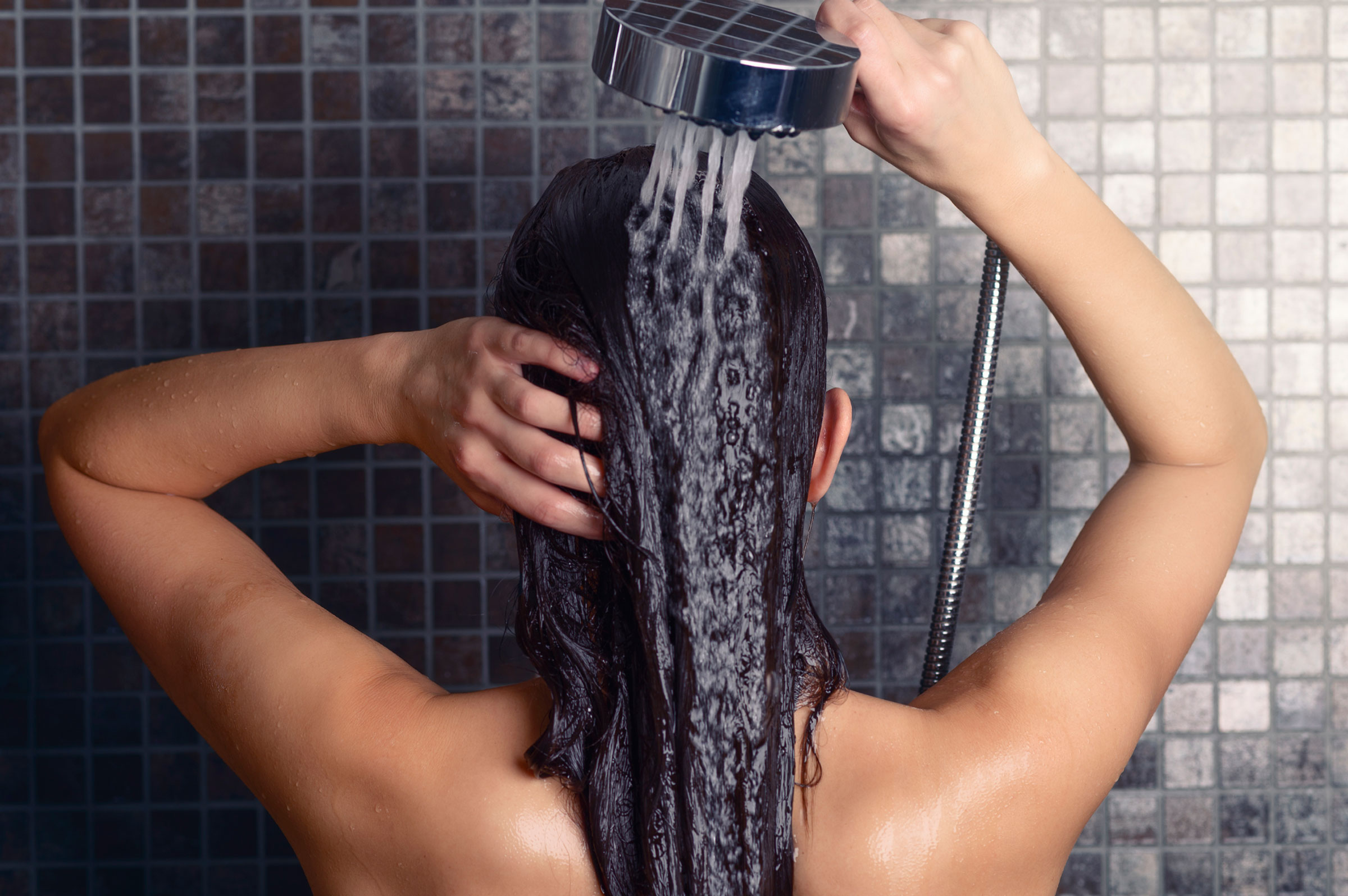 01-8-ways-youre-showering-wrong-scalp