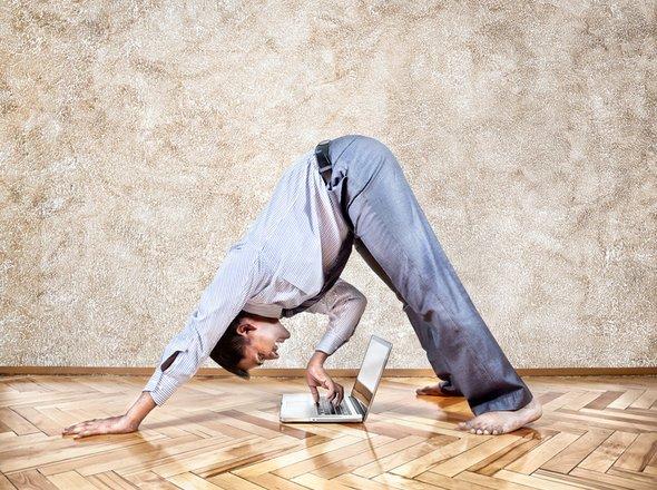 Geheime yoga-oefeningen voor meer rust in je werkdag